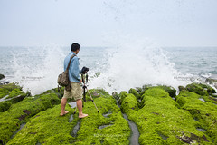 Wave Catcher :: Green Reefs (綠石槽), Shimen (石門), Taiwan (bgfotologue) Tags: photo landscape taiwan 台灣 rural 三芝 shore 海浪 wave 2014 tide 港 攝影 coastline motion house northern building green bgphoto 風景 石門 waves district sanzhi 三之鄉 老梅 tidal abandoned east 老梅石槽 taipei image 三芝區 photographer 海蝕溝 北海岸 海 sea 綠石槽 東北角 ruin bellphoto ocean laomei coast north photography 500px 海洋 潮溝 台北 abandon 三芝鄉 海岸