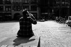 Genuss (Testlicht) Tags: genuss httpstinyurlcomy9kf9ytx ausstellung fotowerkstatt bw acros fuji x100f pleasure hamburg gänsemarkt people street