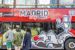 MADRID Street. Urban transport (Pedro Ruiz L) Tags: streetphotography fotocallejera plaza reflejos urbana gente transport urban bus tourism