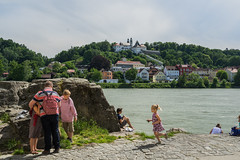 Der Familienausflug (PatrickHansy) Tags: passau deutschland germany bayern bavaria summer sommer europa europe stadt city citylife kirche church family familie people