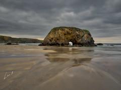 Mojando los pies (la_magia) Tags: agua asturias mareas playas reflejos rocas peñarronda playapeñarronda mar vacaciones naturaleza nubes turismo villadun españa