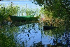 Lithuania / Trakai / Small boat (Pantchoa) Tags: lituanie trakai barque eau lac verdure herbe arbres feuillages reflets joncs nature rivage vert bleu v20