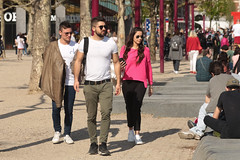 Museumplein - Amsterdam (Netherlands) (Meteorry) Tags: europe nederland netherlands holland paysbas noordholland amsterdam amsterdampeople candid streetscene people zuid south sud museumkwartier museumplein printemps spring sunglasses guys male men boys rough sneakers baskets trainers skets nike nikeairmaxclassicsbw calvinklein pink rose april 2048 meteorry