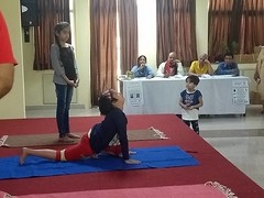 Yoga Guru Suneel Singh judging kids for Yoga Competition (yoga guru suneel singh) Tags: yogagurusuneelsingh yogalovers gail chairman internationalyogaday 2018workshop judge competitions kids