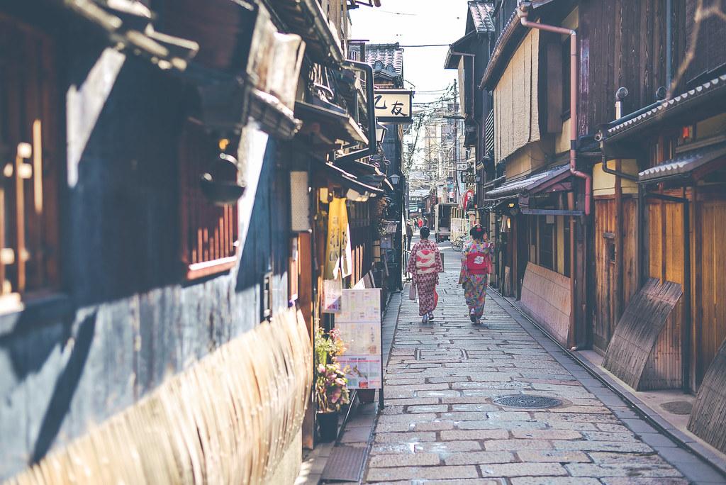 walking around kyoto in kimono-1-24