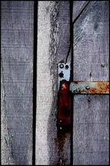 Ancinnes (Sarthe) (gondardphilippe) Tags: ancinnes sarthe maine paysdelaloire porte texture bâtiment campagne couleurs colors extérieur outdoor house maison monochrome quiet rural zen