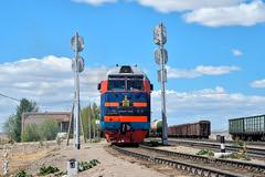 Portrait interesting muzzle... (N.Batkhurel) Tags: season summer sky clouds signal railway railfan 1520 trains trainspotting ubtz 2te25km ubjd mongolia monrailpic bagakhangai ngc nikon nikondf 24120mm
