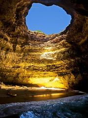 Cueva de Benagil - Amparo García Iglesias (Amparo Garcia Iglesias) Tags: cuevas naturaleza vida portimao portugal algarve benagil vacaciones visitar mar playa sol verano barcas fotos photos amparo garcia iglesias cielo