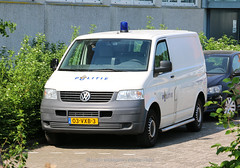Dutch police Volkswagen Transporter 5 (Dutch emergency photos) Tags: politie police polizei politi polis polisi polisie polisia policia policie polici polit politiebus policevan bus van politievoertuig policevehicle nederland nederlands nederlandse netherlands dutch emergency voertuig vw volkswagen transporter 5 t5 t 112 999 911 blue light blauw licht 03vxb3 lamp blauwe unusual striping amsterdam amstelland 8316
