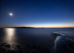 Full moon (hepic.se) Tags: full moon horizon blue hour coast shore beach stones rock water sea reflection star stars wet colours night nightsky nightphotography longexposure sweden baltic seascape