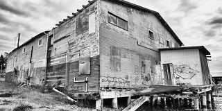 2018-06-15 Abandoned in Anacortes (01) (B&W) (2048x1024)