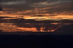 DSC_2594 (griecocathy) Tags: coucher paysage montagne rayon nuage sombre lumineux gris oranger ocre noir jaune