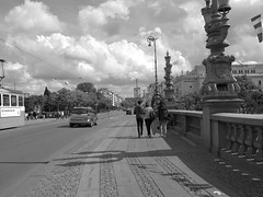 Kungsportsavenyn in Gothenburg June 15, 2018 (biketommy999) Tags: göteborg sverige sweden biketommy biketommy999 2018 svartvitt blackandwhite bro bridge