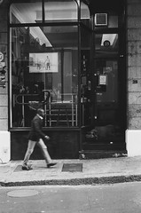 Church Street, Cape Town (Semjaja) Tags: blackandwhite blackandwhitephotography blackandwhitefilm voigtlander voigtlandervitomatic1 colorskopar colorskopar2850mm ilfordfp4 50mm street 35mm 35mmcamera 35mmfilm film filmlives filmsnotdead filmphotography filmcamera ishootfilm shootfilm shotonfilm capetown southafrica