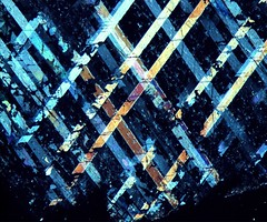 Broken patterns (f_freytag) Tags: texture crossedpolarizers microphotography