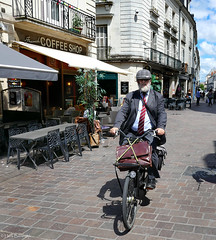 France: Tours city cyclist (Henk Binnendijk) Tags: touraine tours france frankrijk loire indreetloire paysdelaloire bicycle bike fiets fahrrad street candid people city