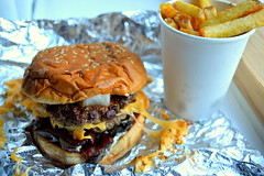 Five Guys Burger all the way (Tony Worrall) Tags: add tag ©2018tonyworrall images photos photograff things uk england food foodie grub eat eaten taste tasty cook cooked iatethis foodporn foodpictures picturesoffood dish dishes menu plate plated made ingrediants nice flavour foodophile x yummy make tasted meal nutritional freshtaste foodstuff cuisine nourishment nutriments provisions ration refreshment store sustenance fare foodstuffs meals snacks bites chow cookery diet eatable fodder fiveguys burger alltheway fries chips buns fastfood