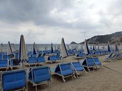 un giugno un po' così (fotomie2009) Tags: beach spiaggia bergeggi liguria italy italia riviera ligure ponente stabilimento balneare ombrelloni bagni billabong sea mare coast costa clouds nuvole