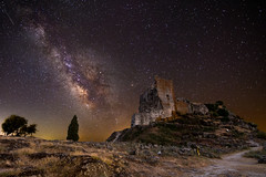 Trevejo's nights  2 (Javiralv) Tags: milky milkyway night stars castle medieval ruins spain caceres víaláctea castillo trevejo sierra de gata noche nocturnas extremadura estrellas