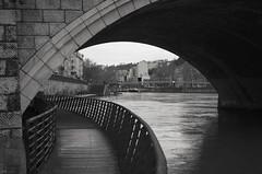 Arche (Atreides59) Tags: rhône rhone saone saône water eau fleuve pont bridge lyon urban urbain black white bw blackandwhite noir blanc nb noiretblanc pentaxart pentax k30 k 30 atreides atreides59 cedriclafrance