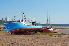 DSC00756 - One used and one Old (archer10 (Dennis) 142M Views) Tags: sony a6300 ilce6300 18200mm 1650mm mirrorless free freepicture archer10 dennis jarvis dennisgjarvis dennisjarvis iamcanadian novascotia canada glooscaptrail fundy appleriver boats fishing low tide