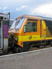 """220 """"An Abhainn Dhubh"""" Irish Rail Iarnród Éireann Dublin Connolly 23.05.06 (Paul David Smith (Widnes Road)) Tags: 220 anabhainndhubh irish rail iarnród éireann dublin connolly 230506"""
