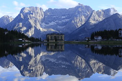 Misurina - Filling the Frame - Daytime (K M V) Tags: misurina lagodimisurina sorapiss lake mountains dolomites reflection reflectionsonwater reflectiononlake symmetry serene calm peace blue fillingtheframe dolomiten see haus spiegelung berge dolomitealps ruhe dolomiti calma montagna lago riflessi istitutopioxii institutepioxii järvi järvimaisema heijastus vuoret dolomiitit talojärvenrannalla etthusvidsjön hus house casa talo berg insjo spegling ljus valo lumière licht luce light lac montagne