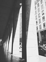Milano - Via Maurizio Gonzaga (iw2ijz) Tags: milano milan italia italy lombardia palazzi building colonne bw bianco nero blackandwhite street strada