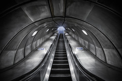 it's going up (Moni E) Tags: blue grey steel metro tube ubahn futuristic modern sky window architecture london europe eos canon canon6dmarkii canon1635mmf28iii wideangle urban city transportation