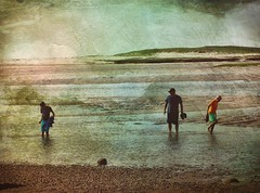 Low Tide on the Bayside, Cape Cod (augenbrauns) Tags: capecod capecodbay beach bayside bay lowtide water looking olympusomdem1ii enlightapp painterly people