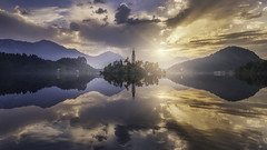 Sunrise in Bled (Raúl Podadera Sanz) Tags: bled lake eslovenia europe reflection reflejos amanecer sunrise sunset atardecer sun clouds calm fineart church mountain alps slovenia