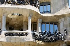 La Pedrera (Casa Milà) balcony, Modernisme, Barcelona. (heraldeixample) Tags: heraldeixample bcn barcelona spain espanya españa spanien catalunya catalonia cataluña catalogne catalogna arquitectura architecture architekture pensaernïaeth 架构 arkitektur architettura สถาปัตยกรรม arkitettura modernisme artnouveau tiffany jugendstil sezessionstil wiener sezession stile900 floreale liberty lapedrera casamila gaudí ngc nationalgeographic albertdelahoz