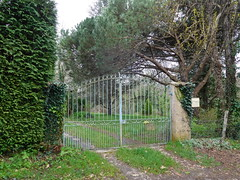 Portail métallique de jardin (JPC24M) Tags: portal allée ferronnerie ironwork tree passage garden metal