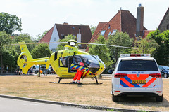 Dutch police Volkswagen and ambulance lifeliner (Dutch emergency photos) Tags: politie police polizei politi polis polisi polisie polici policie polisia policia polit politieauto politievoertuig auto voertuig policecar policevehicle vehicle car heli helikopter helicopter lifeliner trauma traumaheli traumahelikopter hilversum nederland nederlands nederlandse netherland netherlands dutch emergency blue light blauw licht 999 911 112 ambu ambulance ambulans ambulanz vw volkswagen touran call callout