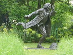 Dr Johnson, William Fawke, 2009 (jacquemart) Tags: thegardenofheroesandvillains warwickshire drjohnson williamfawke 2009 bronze statue felixdennis