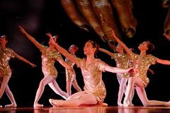 L'or radieux (Et si, et si ...) Tags: gala danse classique danseuses troupe spectaclecouleur or
