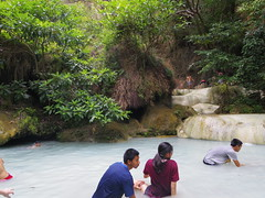 IMGP1998 (陳竹 / bamboo / Baipaii) Tags: thailand kanchanaburi waterfall erawanwaterfall onedaytrip pentaxq7 thammasat exchangestudent