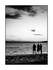 Watching the sunset (Luca Cesari) Tags: tramonto sunset olympus zuiko 25mm 50mm bw biancoenero trasimeno lake lago trasimenolake