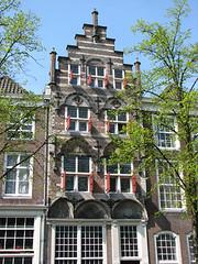 Maison de Hantbooch (archipicture71) Tags: delft paysbas hollande maison pignon sculpture blasons renaissance gothique porte fenêtre house gothic huis neetherlands