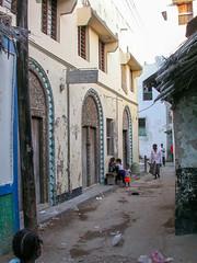 Lamu - Kenya 2003 (wietsej) Tags: lamu kenya 2003 city street people nikon coolpix 4500
