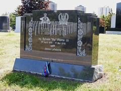 The final resting place of Adjudant Sylvain Pilotte CD in Beechwood Cemetery in Ottawa, Ontario (Ullysses) Tags: adjsylvainpilottecd royal22ndregiment canadianarmedforces beechwoodcemetery ottawa ontario canada summer été soldier soldat thevandoos