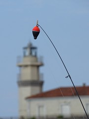 Pescando el faro. Fishing the lighthouse. (Antonio RS) Tags: faro mar pesca asturias cudillero españa spain