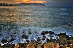 (355/18) Amanece nublado (Pablo Arias) Tags: pabloarias photoshop photomatix capturenxd españa cielo nubes arquitectura mar agua mediterráneo roca resaca amanecer poniente bendiorm alicante