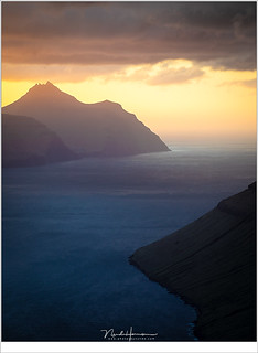 Zonsondergang boven Kalsoy