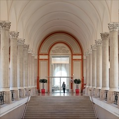 ||||i|||| (Heinrich Plum) Tags: heinrichplum plum xe2 fuji xf35mmf2 munich münchen staatsbibliothek bavarianstatelibrary bavaria bayern treppe säulen staircase collar columns