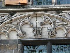 Maison Hoogheemraadschap van Delfland (archipicture71) Tags: delft paysbas hollande maison pignon sculpture blasons renaissance gothique porte fenêtre house gothic huis neetherlands
