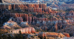 Bryce Canyon - Bright Colours (Drriss & Marrionn) Tags: travel utah usa landscape landscapes mountains desert rock rockformation ridge cliff cliffs mountainside canyon brycecanyon red sand mountain snow pano panorama stitch nature trees forest brycecanyonnationalpark