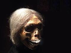 Hum … Mam' Bates ? … Are you all right ? (Le.Patou) Tags: paris musée museum cinema thriller femme maman momie mannequin woman mom mummy model peur terreur rear terror mort death