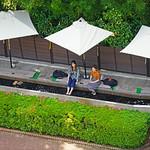 Bains de pied dans l'eau des sources chaudes (Hakone Open-Air Museum, Japon) thumbnail