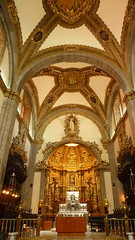 Lady of Guadalupe's Heart of Gold (Eye of Brice Retailleau) Tags: angle beauty composition perspective scenic view backpacking city architecture bâtiment indoor indoors light gold or oro arches church eglise basilica basilique lady guadalupe latina north america mexico mexique df inside